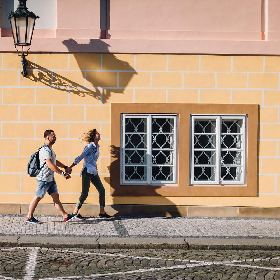 «Однажды в Праге» Полная улыбок и дурачеств прогулка по Праге с фотографом